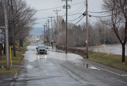 Entrave à la circulation sur la Montée-de-la-Rivière-du-Sud