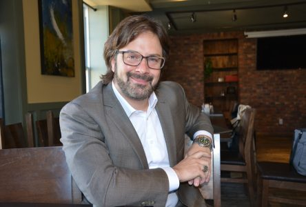 Investiture libérale: Érick Couillard se retire