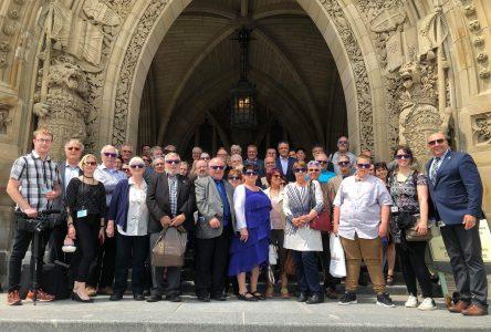 Des élus visitent la colline parlementaire