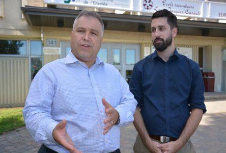 Le ministre Sébastien Proulx visite quelques écoles