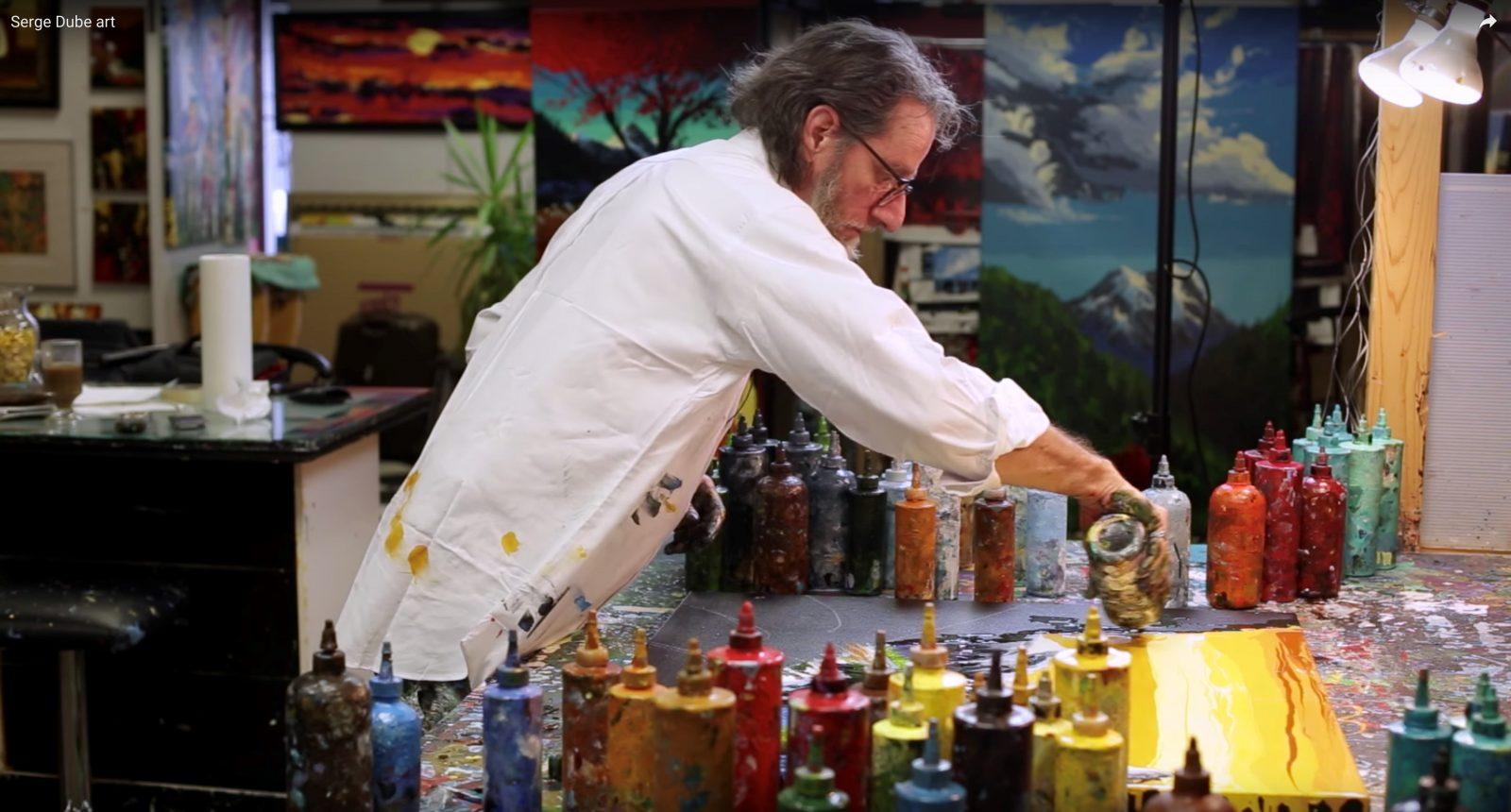 Des œuvres peintes à la bouteille! Serge Démétrius Dubé expose à Saint-Jean-Port-Joli