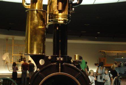 3 avril 1885 – Gottlieb Daimler obtient le brevet du moteur de l'horloge «Grand Père».