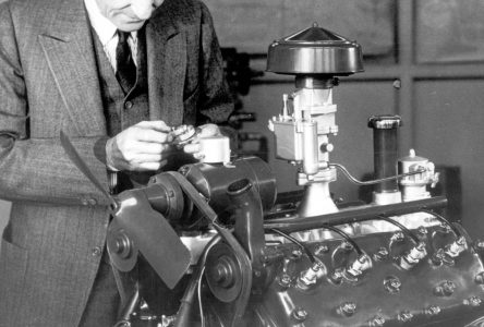31 mars 1932 – Ford présente son premier V8