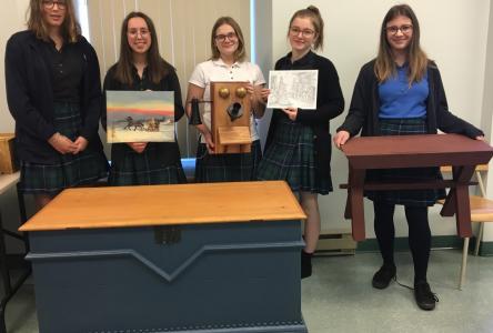 Des élèves de Dina-Bélanger se démarquent au concours de reproduction d'objets historiques