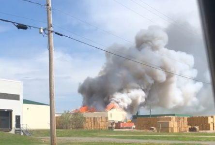 Le feu détruit une usine de copeaux de bois à Saint-Jean-Port-Joli