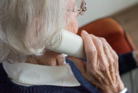 Appels de courtoisie: la FADOQ a rejoint 100 000 aînés