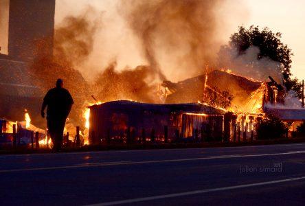 Deux bâtiments agricoles partent en fumée à Cap-Saint-Ignace