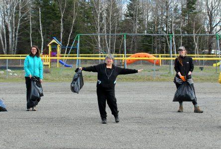 Nettoyer les aires publiques dans la MRC de L'Islet