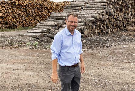 Simon Bérubé demande aux autres candidats d'appuyer l'industrie forestière